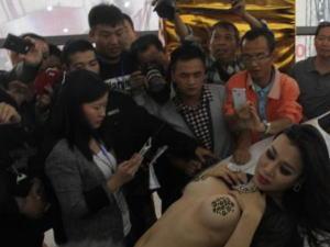 【※マジキチ】ただの露出大会と化した中国のモーターショー、最早常軌を逸してる。。。カオス杉だろこれ。。。(画像あり)