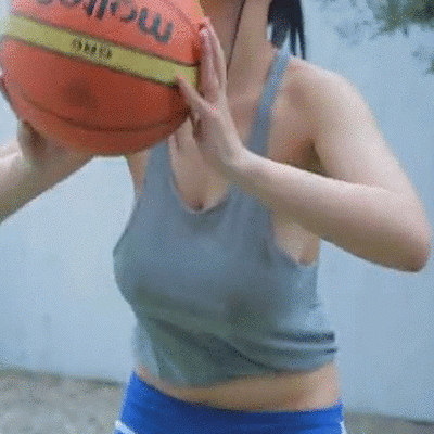【有能】バスケ部の爆乳まんさん、ノーブラで練習してビーチクスッケスケwwwwwwwwwwwwwwww(GIFあり)