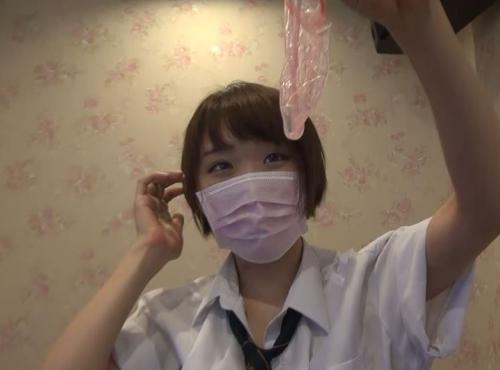 【驚愕】制服女子生徒がカラオケBOXで援○した映像・・・慣れてて草wwwwwwwwwwwwwwww