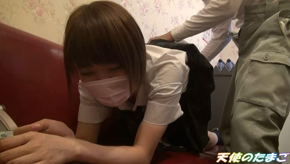 【驚愕】制服女子生徒がカラオケBOXで援○した映像・・・慣れてて草wwwwwwwwwwwwwwww・13枚目