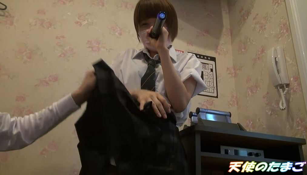【驚愕】制服女子生徒がカラオケBOXで援○した映像・・・慣れてて草wwwwwwwwwwwwwwww・8枚目