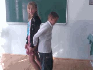 【草】同級生の女の子のパンツをずり下げるイタズラ系動画、度がすぎる。。。