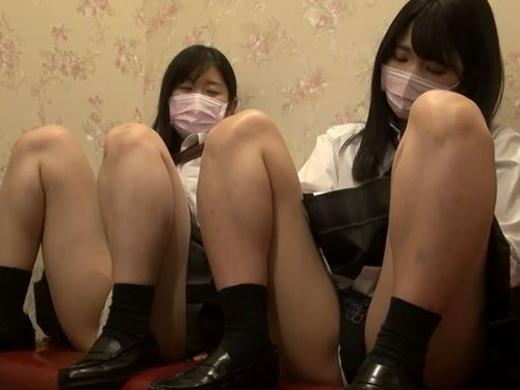 【ハメ撮り】2人の制服女子がカラオケボックスで3Pする問題のAVがこちらwwwwwwwwwwww
