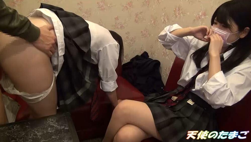 【ハメ撮り】2人の制服女子がカラオケボックスで3Pする問題のAVがこちらwwwwwwwwwwww・20枚目
