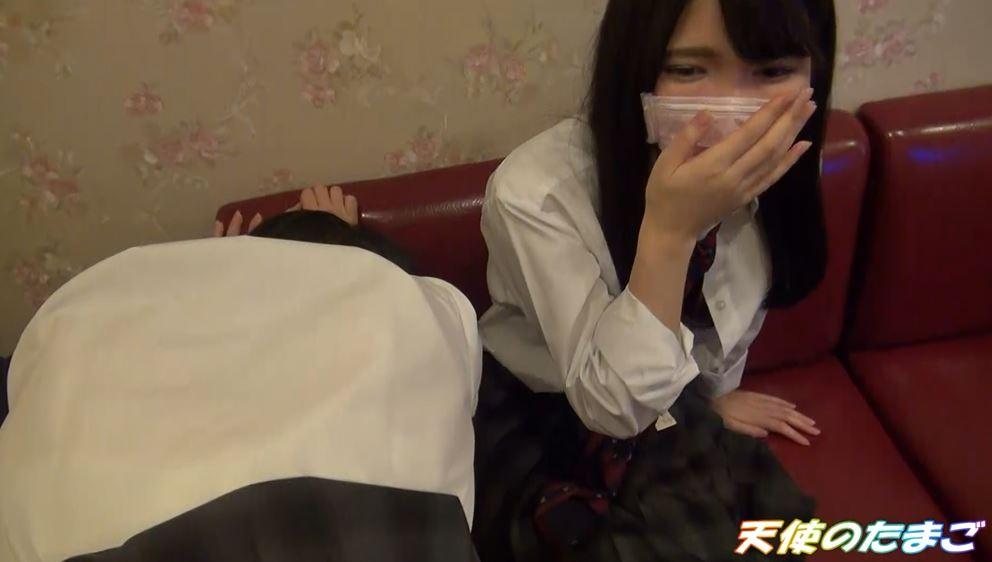 【ハメ撮り】2人の制服女子がカラオケボックスで3Pする問題のAVがこちらwwwwwwwwwwww・23枚目
