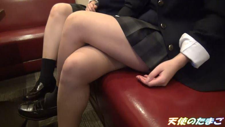 【ハメ撮り】2人の制服女子がカラオケボックスで3Pする問題のAVがこちらwwwwwwwwwwww・3枚目