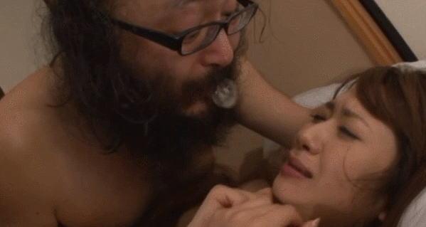 【エロGIF】AV女優まんさん、ハゲオヤジ達とのセックスに困惑wwwwwwwww