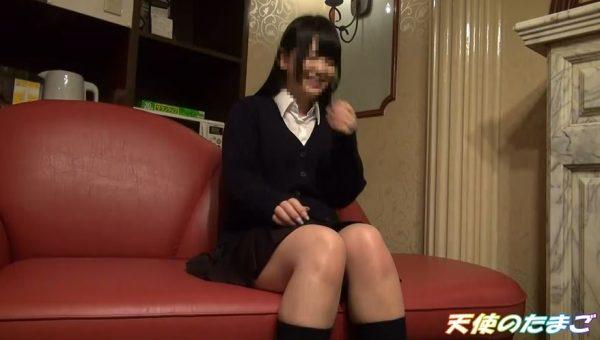 【制服JK】金貰ってセックスするくせにパンツ見られて恥ずかしがる美少女JK!!・1枚目
